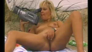 Getting Horny On The Beach - Julia Reaves