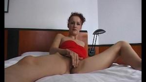 Brunette milf gets horny - Julia Reaves