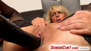 Lady Koko a mature vagina fingering zoomed in