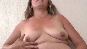 Latina housewife Cintia needs getting off