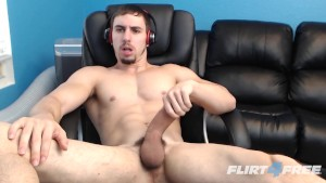 Muscular Hunk Shoots Big Loads in His Own Mouth