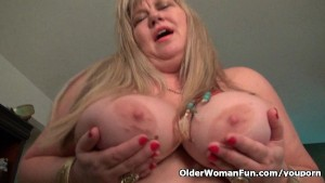 BBW milf Love Goddess rubs her mature clit