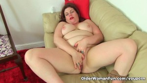 English milf Vintage Fox wears nylon tights and no knickers