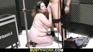 Curly-haired BBW pleases sound engineer