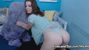 Teen Getting Jiggy With Some Booty Work