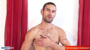 A Real str8 delivery guy in a gay porn !