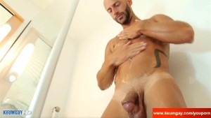 Alain, A innocent delivery guy serviced his big cock by a guy!