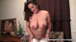 BBW milf Nicolette Parsons gets naughty in nylon