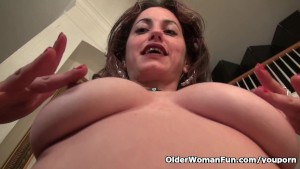Nyloned milf Serena Cruz needs getting off