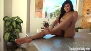 Ember Snow shows her sexy feet and twat