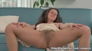 Hairy milf Valentina Ross masturbates in nylon