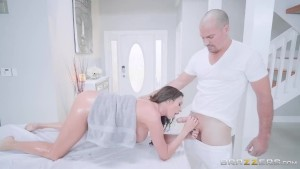 Brazzers - Horny Milf Need A Rub And Fuck