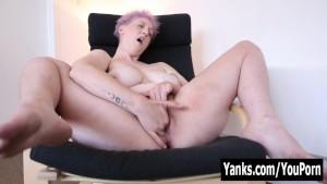 Yanks Chesty Babe Vera Blue Masturbates