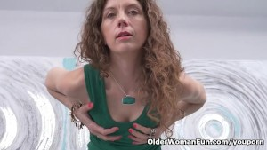 Canadian milf Janice strips off and fingers her ripe cunt