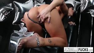 Sexy MILF Jezebelle Bond teases the camera