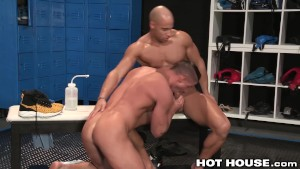 Sean Zevran Post Workout in the Locker Room with Skyy Knox