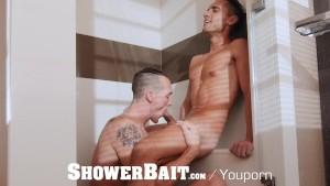 ShowerBait Str8 hunks wet shower blow and fuck