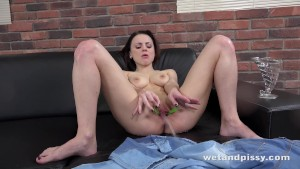 Pussy Pissing - Sexy Victoria