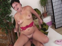 Pleasingly plump girl loves getting laid  (CLIP)