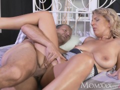 MOM Experienced man licking pussy and making housewife feel amazing