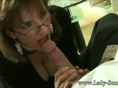 UK MILF Sonia wants cum, but doesn't have time to fuck