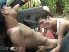 Cock-hungry boy blows his friend at the parked car