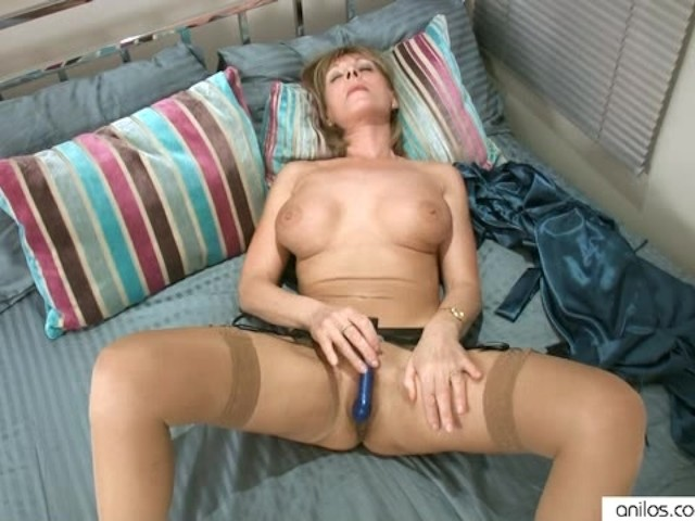 Horny Cougar Intense Masturbation To Orgasm - Free Porn -4747
