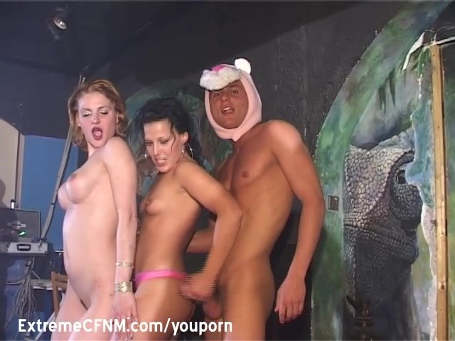 Dekleta Nag in Zajebal S Male Stripper - Brezplačno Porno Video posnetki-9535