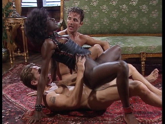 Hot Black Chick Fucks 2 White Guys At Once - Free Porn -3372