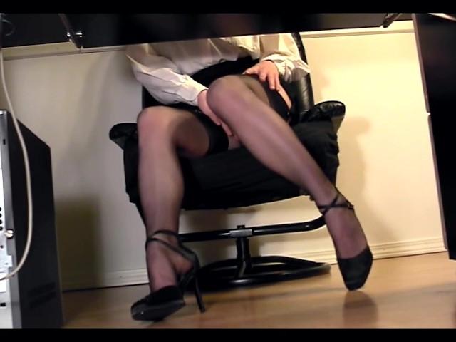 Under Desk Voyeur Cam Masturbation - Free Porn Videos -9564