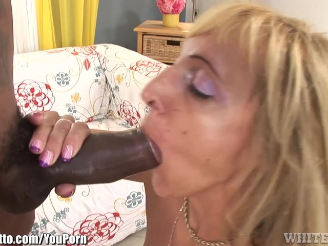 Blonde cougar claws her way to the meaty baton 9
