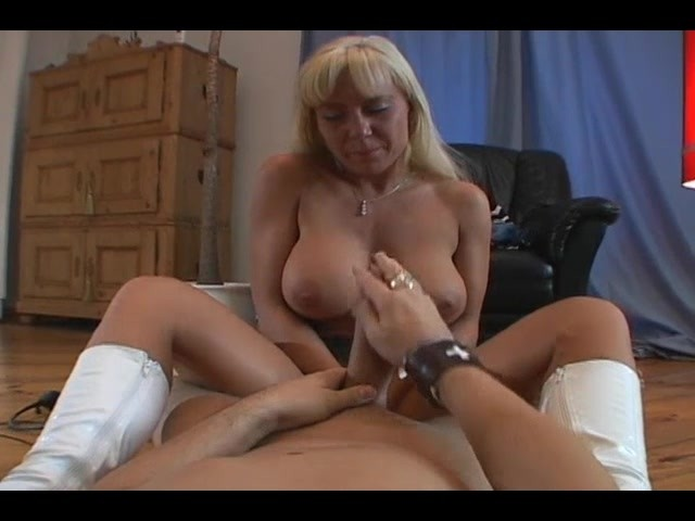 Submitted milf chris sucking cock milfs amp moms 10