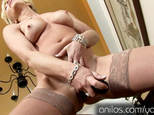 Mature Housewife Fucks Her Favorite Vibrating Sex-Toy -1094