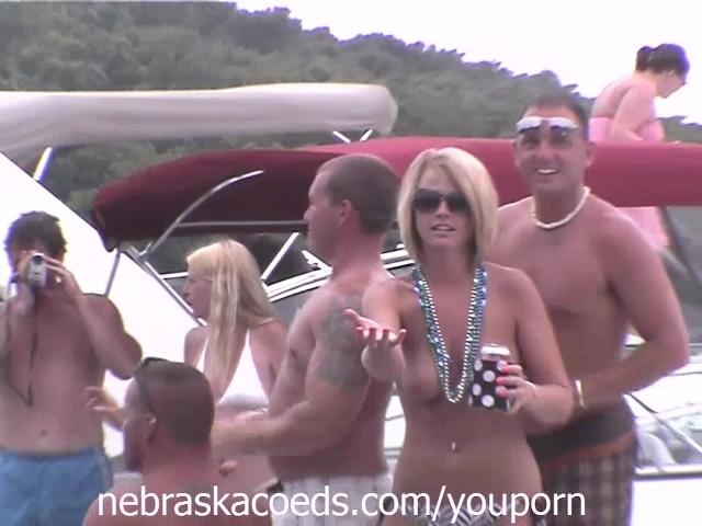 Many Random Women Flashing Their Perfect Tits on a Lake in Missouri #1151328