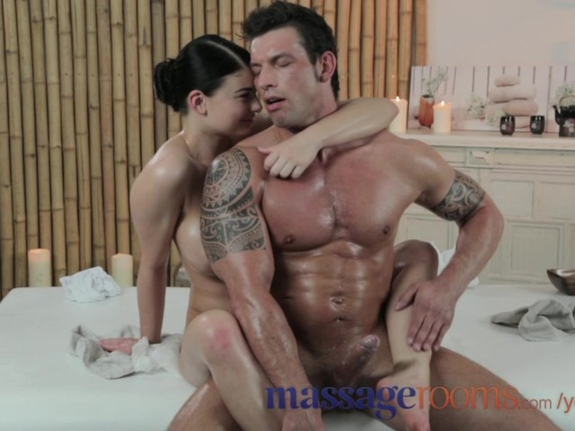 man-naked-at-massage-parlor-video