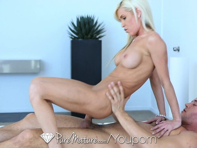 Youporn mature blonde gets out of the shower to suck a young cock 2