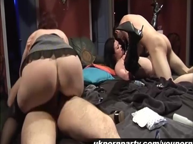 Amateur Sex Party Gangbang In A Swingers Club - Free Porn -8712