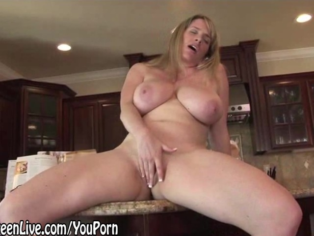 Nude Chef Maggie Green Plays With Her Pussy On Kitchen -8794