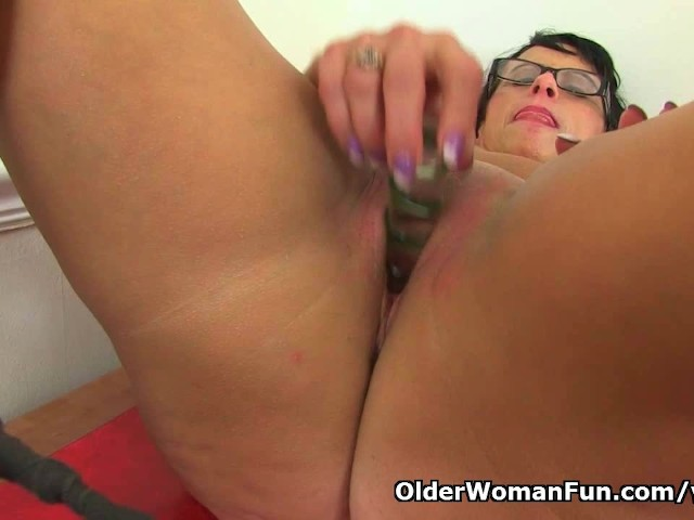 image British milf raven tweaks her tights for easy access
