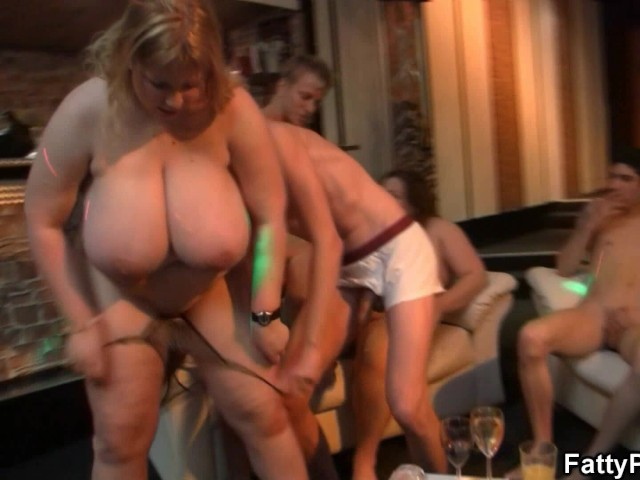 Super Huge Tits Fedt Banging At Bbw Party - Gratis Porno-8939