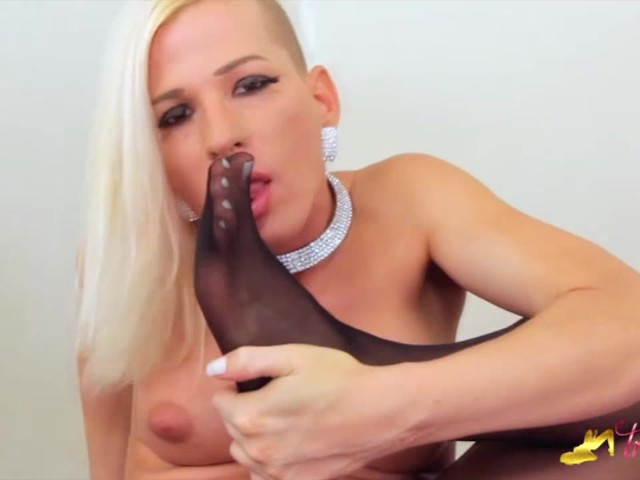 Jamie French Show Her Feet And Big Dick In Black Nylon Pantyhose Transfeet Videos Porno Gratuites Youporn