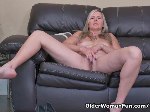 Canadian Milf Velvet Skye Slowly Rubs Her Mature Pussy -7284