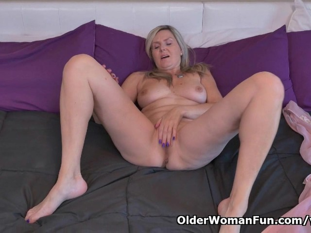 Canadian Milf Velvet Skye Needs To Rub One Out - Free Porn -9710