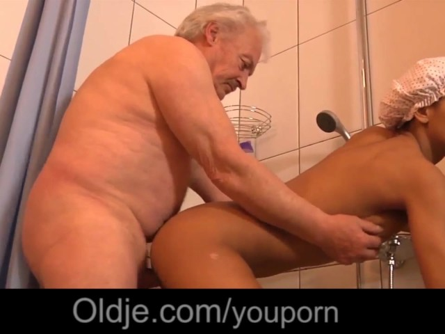 Black Big Boobs Teenie Fucking Old Guy In The Shower After Masturbating - Free Porn Videos - Youporn-3642
