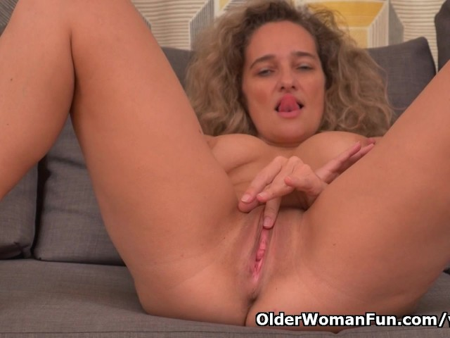 Busty Milf Ameli Gets Bored Watching Tv And Rubs Her Clit -2204
