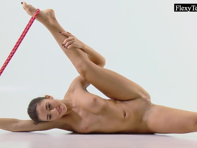 image Tonya the hot gymnast makes incredible poses