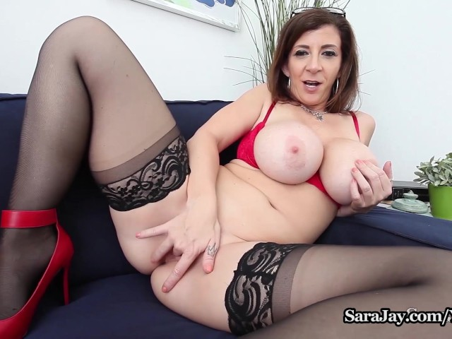 Sara Jay, professeur aux gros seins, veut vous faire gagner un crédit Xtra-3600