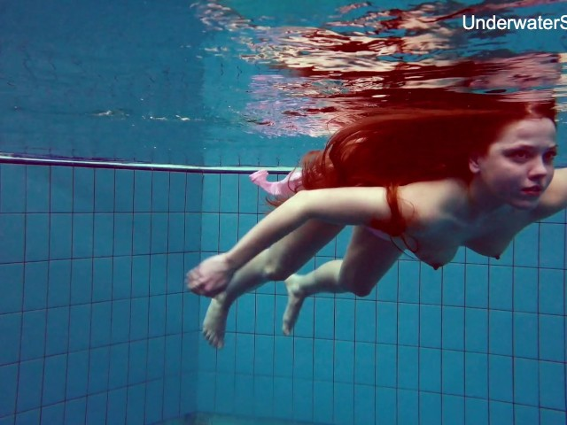Redhead simonna showing her body underwater 2