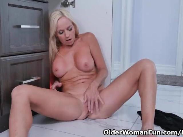middle aged lesbian women porn