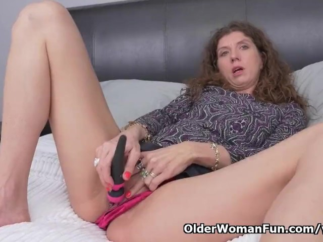 Canadian Milf Janice Puts Her Massager To Good Use - Free -6648